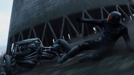 《速度与激情:特别行动》霍布斯和肖互相嘴炮,帅气之中不乏欠揍