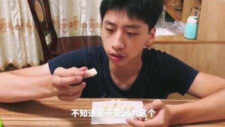 """试吃小哥哥试吃内蒙古的""""奶酥"""",味道有点上头"""
