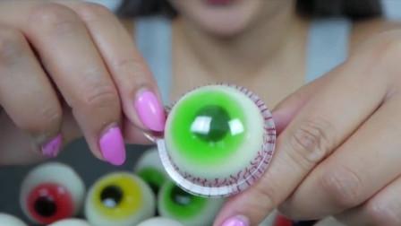 国外吃播:小姐姐吃类似眼球的酸奶果冻,Q弹爽口,太馋人了