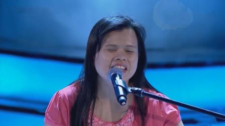 盲人歌手唱邓丽君的《独上西楼》,歌声太甜美,导师转身后连鼓掌