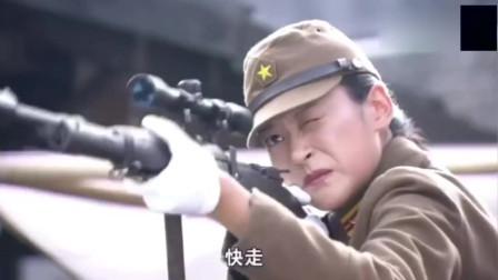 美女用手枪对战狙击枪,神操作的射击,击败对手