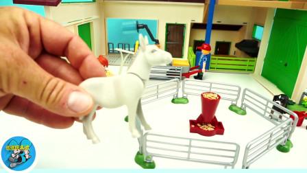 动物玩具,组装农场里绿色小拖车,给动物组装牛棚马舍小房屋,儿童玩具亲子互动