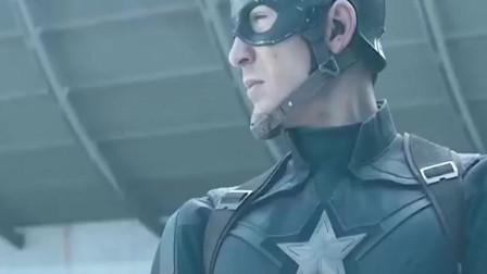 蜘蛛侠拿着美国队长盾牌 姿势太帅了 看起来挺般配的 !