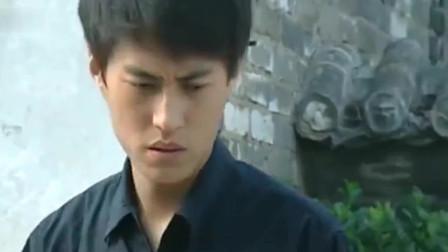 悲情母子:靳东把母亲告进监狱,再回老家一趟,村民躲他就像躲瘟疫