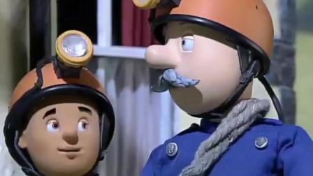 """消防员山姆:佩妮用注油枪给消防员山姆修车 诺曼准备去""""平安洞"""""""