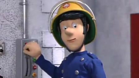 消防员山姆:斯蒂尔站长在寻找诺曼和他的朋友时 因为体型卡住了