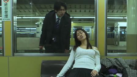 街头新骗术:女子在地铁站装睡,诱小伙拍下照片,来趁机敲诈一笔