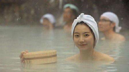 日本温泉禁止穿衣服,那么在公共浴池中,女生该如何保护自我隐私