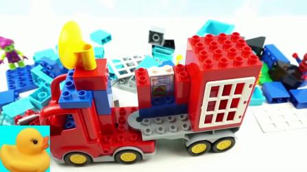 组装小货车和小汽车玩具