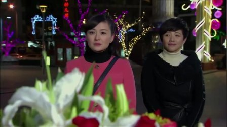 情感剧:姐妹俩正走在街头,怎料突然就被创意求婚了,太搞笑了!