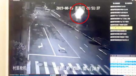 【佛山】时速140公里!男子与女友吵架后飙车泄愤翻车身亡