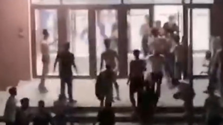 吉林一学生在寝室喷防狼喷雾 数十位男生奔逃