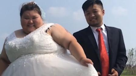 河南女孩站体重秤爆表 穿婚纱拍视频走红