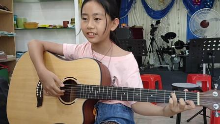 张恩怡同学学习吉他视频《两只老虎》