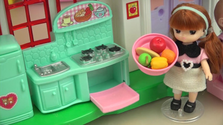 小豆子姐姐的绿色厨房小玩具,给咪露妹妹和弟弟做好吃的奶油蛋糕
