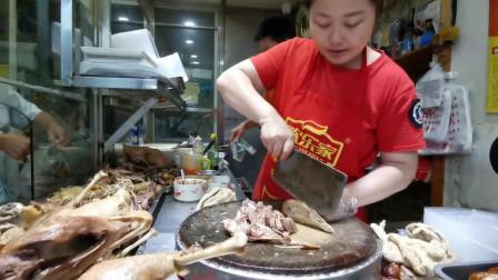 安徽小夫妻卖卤鹅,老鹅28元一斤,鹅头6元一个,来晚见不到整鹅
