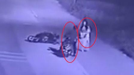 广东普宁一女子深夜遭遇飞车男抢包 监控记录两次强抢未得逞