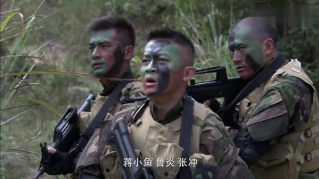 火蓝刀锋:俘虏自己逃回营地,竟还带回惊天消息,救了整个部队