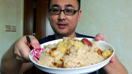 简单又好吃!用电饭锅做腊肠焖饭,小伙一次吃一盘!