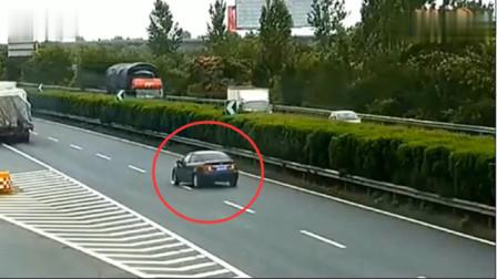 黑色小车高速任性掉头,要不是监控,都不知下一秒多可怕