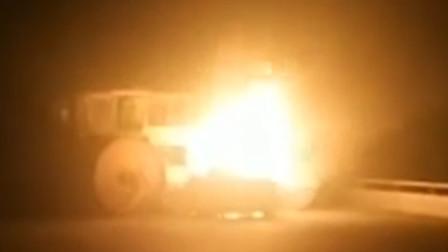 轿车撞到压路机后自燃 车内一家4口被烧死