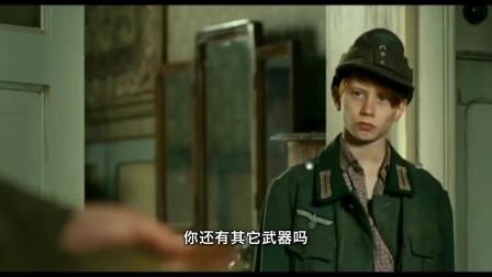 五月的四天:苏联军占领福利院,抓住小男孩问话,小男孩有问必答