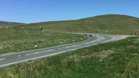 曼岛TT:勇士们穿梭在死亡赛道,整条道上炸裂摩托车的咆哮声!
