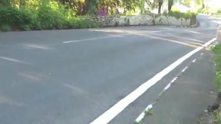 曼岛TT:曼岛TT职业选手飙时速高达200,是不要命了吗!