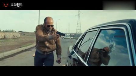 杀手精英:硬汉执行任务,打开车门发现不对劲,下一刻中弹逃亡