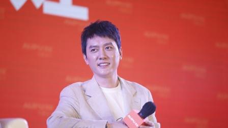 八卦:冯绍峰偶遇赵丽颖妈妈粉 被问老婆情况回应被赞