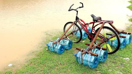 印度小哥用8个饮水机水桶,制造水陆两栖自行车,太有才了!