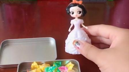 白雪出门喜欢带些糖果,佩奇和葫芦娃吃了她的糖果,心情都变好了!