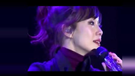 林忆莲至今最催泪的一场演唱会,边唱边哭怀念李宗盛,感动全场