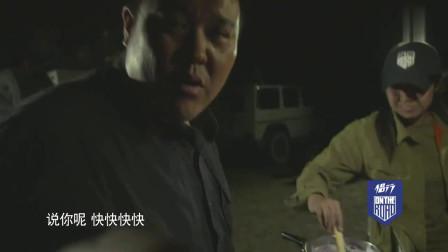 侣行:张昕宇在罗布泊戈壁滩做水煮羊肉,看着就流口水!