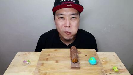韩国大叔吃播:吃苏打饼、饼干条和巧克力冰淇淋等,吃得真馋人!