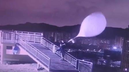 我太难了!台风天施放探空气球 气象小哥被拽得左右摇摆