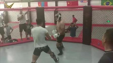 刚刚,十年民间高手踢馆中国最能打的拳馆,被只练1年的新人打!