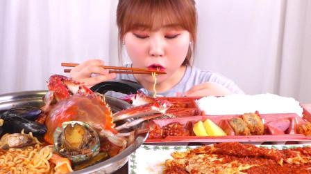 韩国大胃王小姐姐,试吃顶配泡面,你觉得这一份要多少钱?
