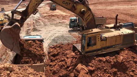 挖掘机工作视频,老旧型号的挖掘机作业也是杠杠滴!