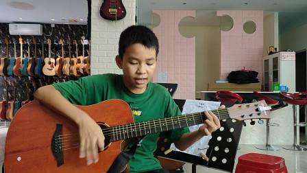 李向杰同学学习吉他视频《童年》