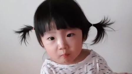 小宝宝吃棒棒糖,这小表情也太可爱了