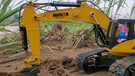 小乔治RC挖掘机练习铲沙