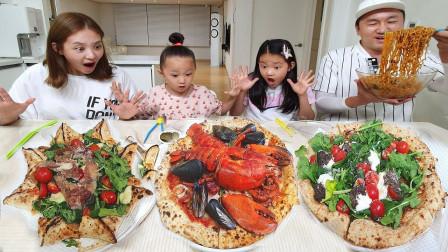 """韩国吃播:""""火鸡面+龙虾披萨+蔬菜披萨"""",看这吃相,吃得真过瘾"""
