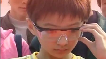 熊孩子意外获得透视眼镜,直接跑去买刮刮乐,用两元钱买了台电脑