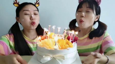 """闺蜜恶作剧:生日蛋糕蜡烛为啥""""吹不灭""""?急的妹子满头汗超搞笑"""