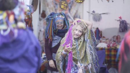 四天狂欢至深夜,英国最野的艺术节竟然是在帐篷底下举行的