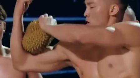 """肌肉男当场臂爆榴莲,被称为""""人肉榨汁机"""",网友:是个狠人!"""
