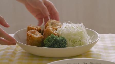 《韩国农村美食》炸的酥脆的芝士条,沾着辣酱吃,更是美味