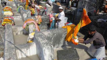 """印度""""人肉洗衣厂"""",开挂了170年,每天都要洗10万件衣服!"""