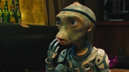 小外星人因为和猴子太像,被人类当作宠物饲养,一部搞笑奇幻电影